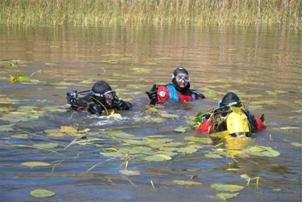 Douglas County Sheriff's Office Dive Team members training